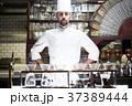 レストランに立つシェフ 37389444