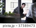 レストランに入る男性 37389473