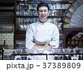レストランに立つシェフ 37389809