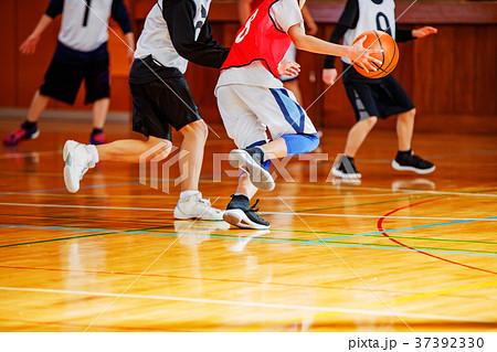 バスケットボールの試合 37392330