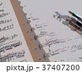 楽譜とペン 37407200