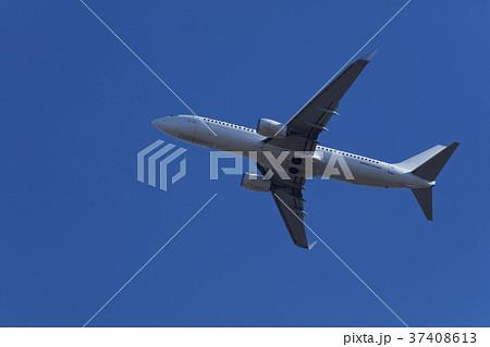 飛行機の離陸 37408613