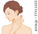 女性の横顔 困り顔 ニキビ 手あり 37411420