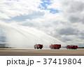 大型化学消防車の放水 37419804