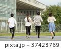 走る 後姿 大学生の写真 37423769