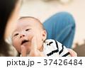 赤ちゃん 抱っこ 37426484