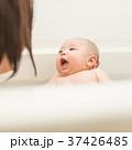 赤ちゃんとお風呂 37426485