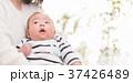 赤ちゃん 抱っこ 37426489