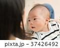 赤ちゃん 抱っこ 37426492