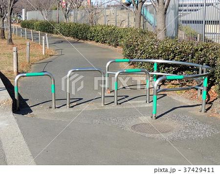 歩道乗り入れ防止柵 37429411