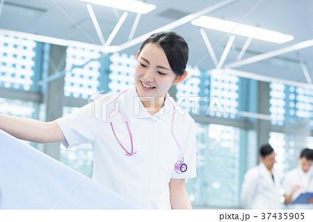 若い女性、看護師、病院、専門学校 37435905