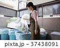 ゴミ捨て  37438091