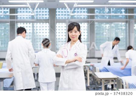 女医、医療スタッフ、医師、看護師、病院 37438320