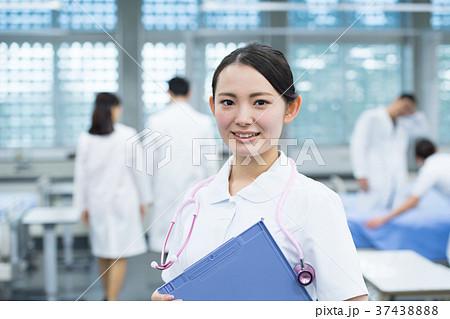 若い女性、医療スタッフ、看護師、病院 37438888