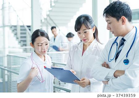 医療スタッフ、働く人々、医師、看護師、介護士、トレーナー 37439359