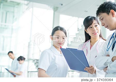 医療スタッフ、働く人々、医師、看護師、介護士、トレーナー 37439364