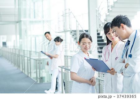 医療スタッフ、働く人々、医師、看護師、介護士、トレーナー 37439365