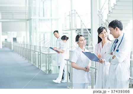 医療スタッフ、働く人々、医師、看護師、介護士、トレーナー 37439366