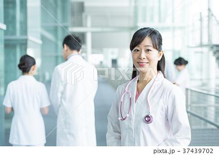 女医、医療スタッフ、働く人々、医師、看護師 37439702