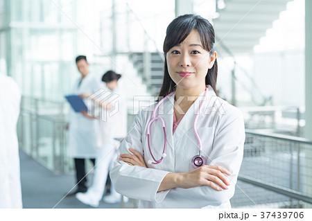 女医、医療スタッフ、働く人々、医師、看護師 37439706