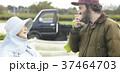 野菜 収穫 農家の女性と外国人男性 37464703
