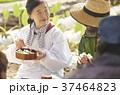農業 休憩 昼食 外国人男性 37464823