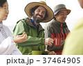 農業 休憩 外国人男性 37464905