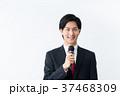 若いビジネスマン(マイク) 37468309