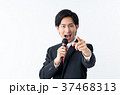 若いビジネスマン(マイク) 37468313