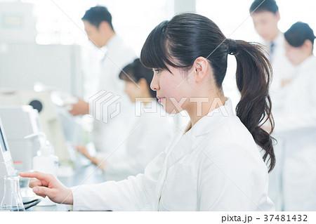 若い女性、研究者、研究室 37481432