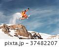 ジャンプ 跳ねる 飛躍の写真 37482207