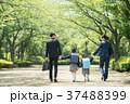 家族 小学生 通学 通勤 入学式 イメージ 37488399