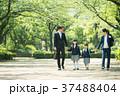 家族 小学生 通学 通勤 入学式 イメージ 37488404