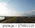 吉野川の堤防道路 37491110