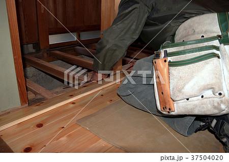 大工さんの仕事:現役職人 37504020