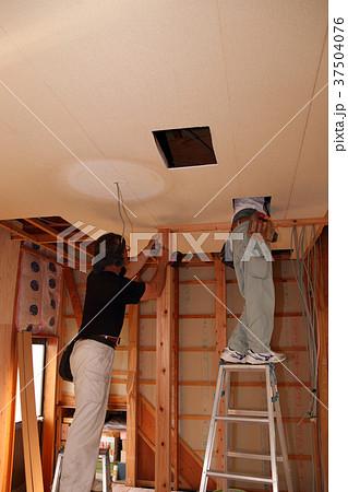 大工さんの仕事:現役職人 37504076