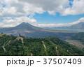 バリ島キンタマーニ高原のバトゥール山とバトゥール湖 37507409
