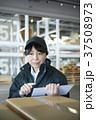 配送業 女性 タブレットの写真 37508973