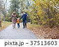 ファミリー 家庭 家族の写真 37513603