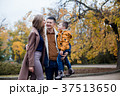 ファミリー 家庭 家族の写真 37513650
