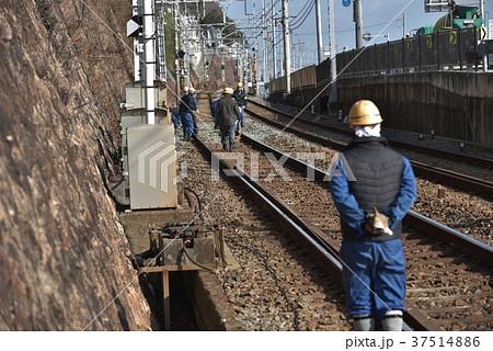 列車見張り員と保線作業 山陽電車 塩屋付近 37514886