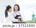 女性 医療スタッフ 人物の写真 37525695