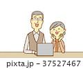 シニア 夫婦 笑顔のイラスト 37527467