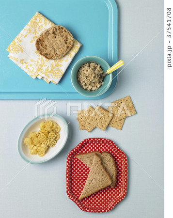 Grains: English Muffin, Toast, Rotelle, Crackers and Granola 37541708