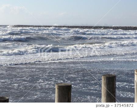 風の強い日の稲毛海岸 37545872