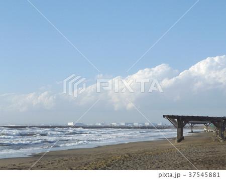 風の強い日の稲毛海岸 37545881