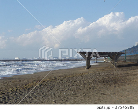 風の強い日の稲毛海岸 37545888