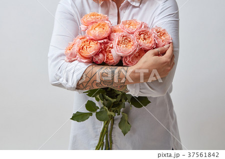 Girl with bouquet of flowers 37561842