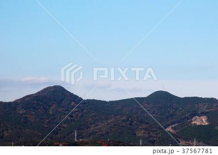 下関市小月西部にそびえる雄笠山と雌笠山の遠景 37567781