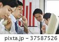 ビジネスマン 営業電話 37587526
